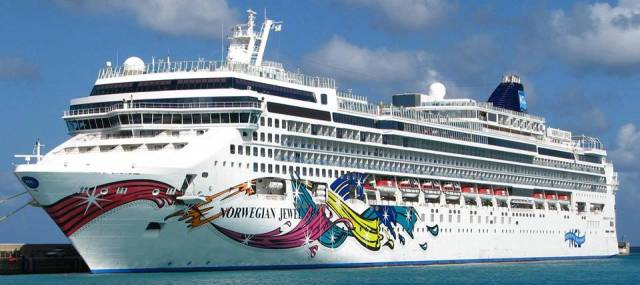 Dun Laoghaire Harbour is to welcome twice as many cruiseship callers in season 2019, among them the giant Norwegian Jewel. The Bahamas flagged cruiseship with more than 2,300 passengers is scheduled to make a maiden call albeit offshore next June and return the following month.