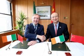 Ministers Michael Creed and Zhi Shuping shake on the new export agreement for Ireland's agri-food sector in the Chinese market