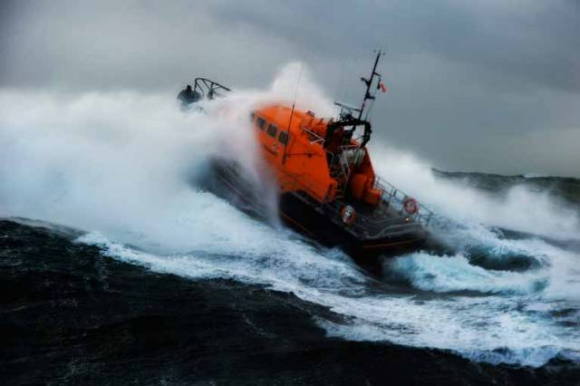 Irish Coast Guard & RNLI Issue Joint Water Safety Call This Christmas