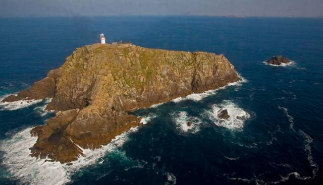 The large-scale dive search follows a '360-degree' terrain survey of the island off Co Mayo