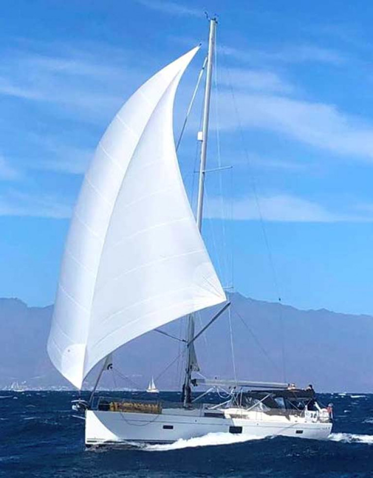 The Irish-German Bee-Fenix family's Hanse 455 Saoirse making lots of well-controlled knots under her downwind Transatlantic rig