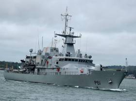 Lé Samuel Beckett, an Irish Naval Service patrol vessel, detained the Portuguese vessel approximately 200 nautical miles south of Fastnet Rock