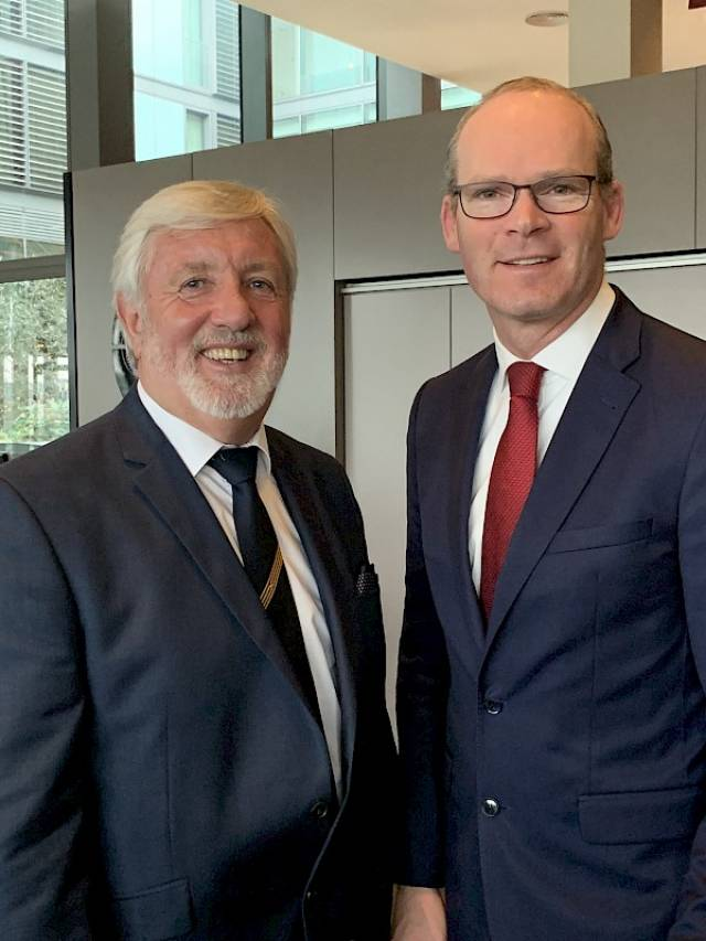 Michael McCarthy of Cruise Europe and Simon Coveney, Minister for Foreign Affairs and Trade at the Cruise Europe summit on Brexit held in Dublin.