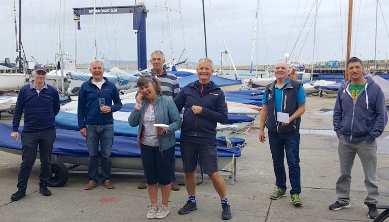 (L – R) John Lavery (4083) 2nd Prize; Neil Colin, Dun Laoghaire Flying Fifteen Class Captain; Alan Green (4083), Nicki Mathews & Niall Meagher (3938) 3rd Prize, Chris Doorly & Shane (3970) 1st Prize