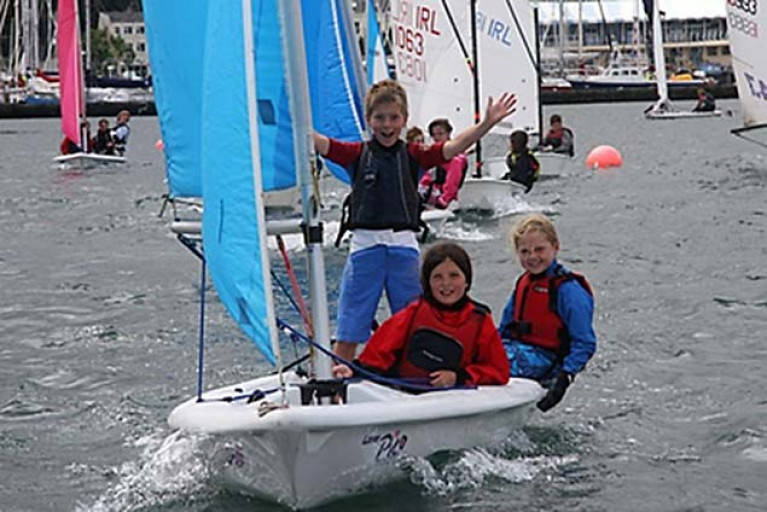 The excitement for schoolkids getting afloat at Howth…. a new Bursary Scheme through Howth YC's training Quest programme aims to spread the sailing net wider among primary schools on the peninsula.