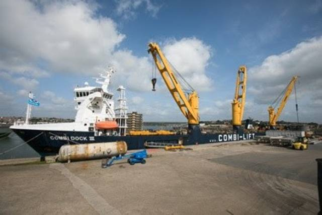 Combi Dock III became the largest cargoship to berth at Pembroke Port, Wales having loaded parts of a decommissioned oil refinery that were exported to Pakistan.