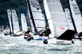 Maybe about a tenth at most of the total 220-strong fleet in the current International Moth Worlds on Lake Garda are seen going well here while the good conditions last