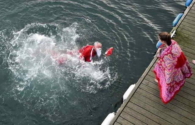 Santa makes a splash for Simon – National Yacht Club members – including Santa – take the plunge for Simon, the homeless charity