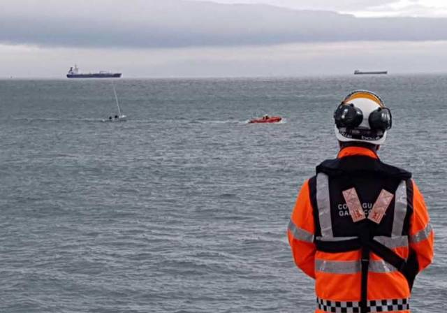 Dun Laoghaire RNLI Rescues Two From Capsized RS200 Dinghy on Dublin Bay