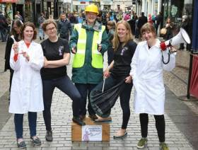 Soapbox Science comes to Galway for the first time featuring participating scientists from NUI Galway, GMIT, Marine Institute and IT Sligo to promote the visibility of women in science