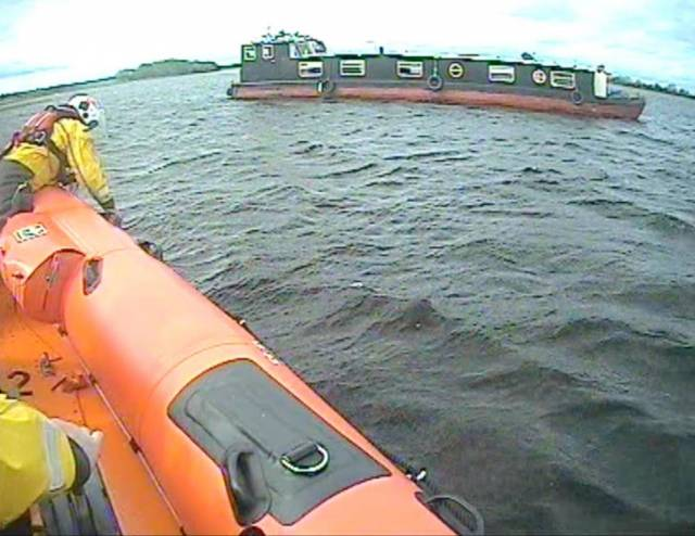 Lough Ree RNLI assisting the 56ft barge near Blackwood Point