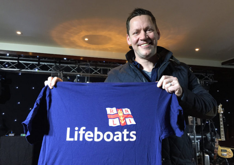 Country star Robert Mizzell will play the RNLI dance at the Allingham Arms next Friday 31 January