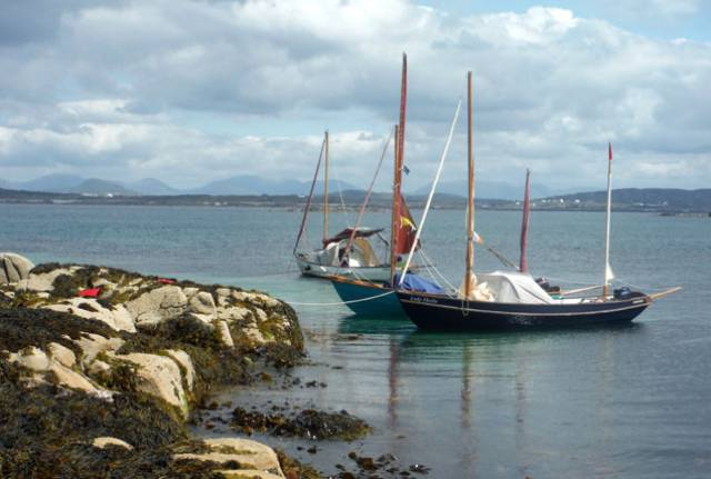 Vision of Connemara and Galway Bay cruising. Lunchtime stopover for Drascombes on passage from Kilkieran towards Roundstone