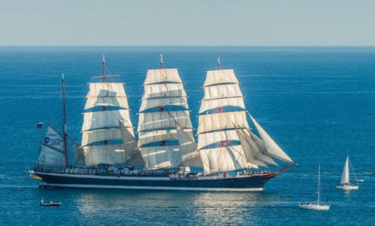 99-year-old Russian Tall Ship Sails Through an Ice-free North Channel