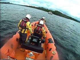 Lough Derg RNLI attend a cruiser aground at Ryan's Point
