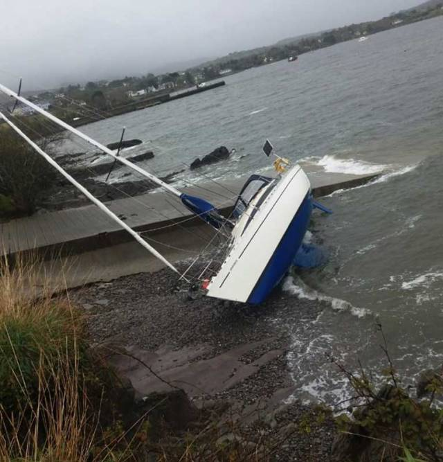 Sailing Cruiser Ends Up on the Beach at Schull, West Cork