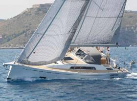 The Grand Soleil 42 Long Cruise powering upwind