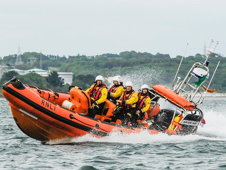 Crosshaven RNLI Lifeboat Assist Anglers off Cork Harbour