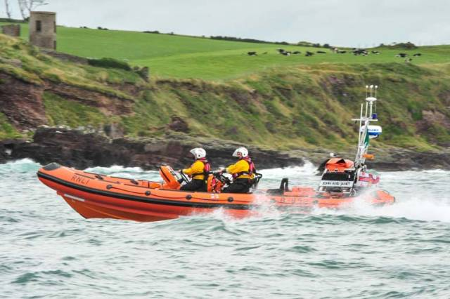 Crosshaven RNLI Lifeboat Rescue Casualty from Rocky Shore