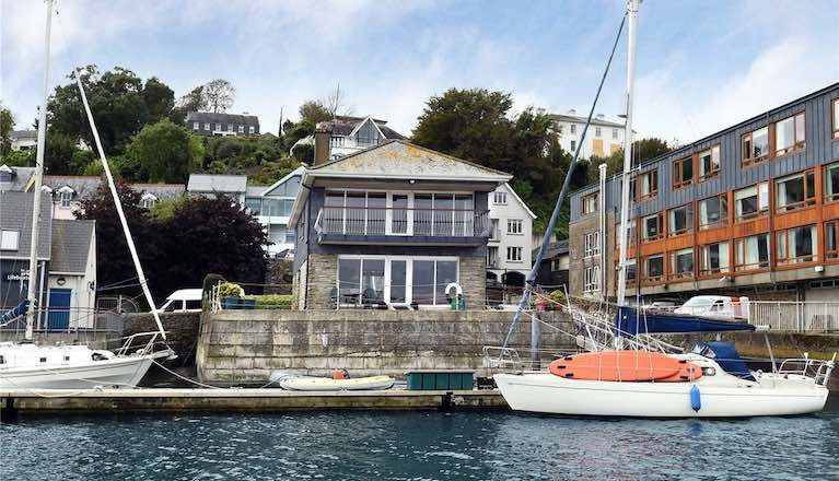 A very special house in a very special location. Edgewater in Kinsale has direct access to its own 6-boat marina