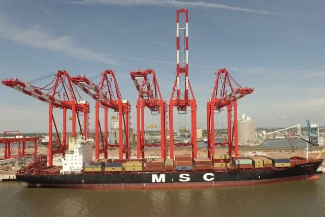 MSC Nederland alongside Liverpool2, the newly opened £400m facility (not requiring docks system) is the largest container terminal on the Irish Sea with operators notably serving Dublin Port