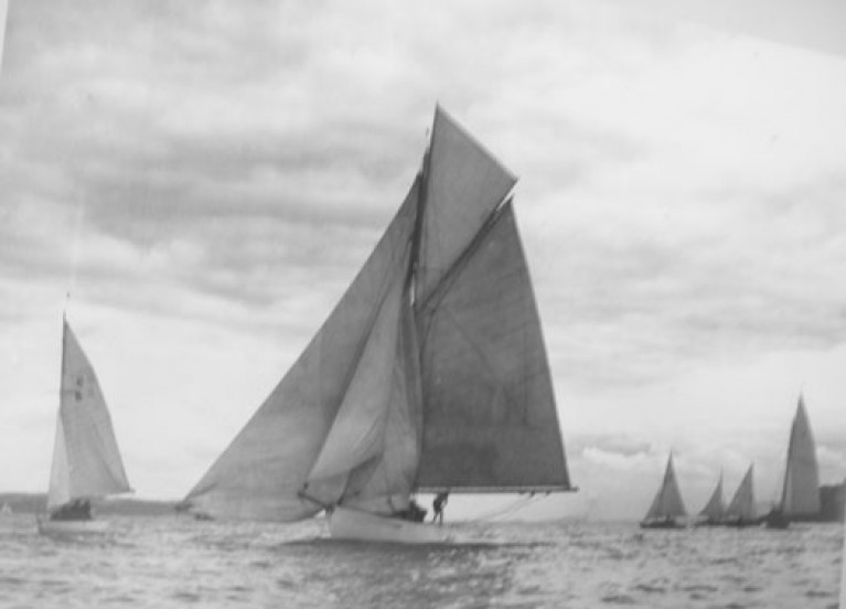 Lufra winning the 1944 Menagerie Race at Ballyholme