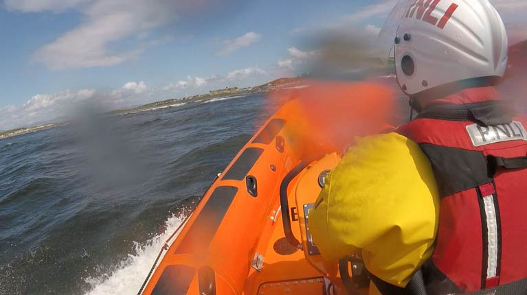 Bundoran inshore lifeboat approaching Rossnowlagh beach