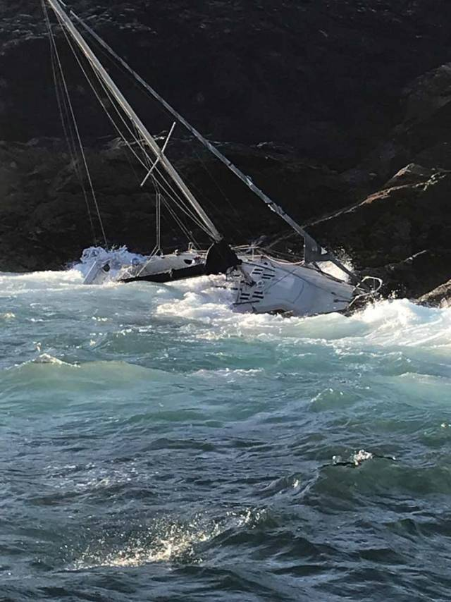 Shipwrecked Sailor Rescued from Inishark Island By Clifden RNLI