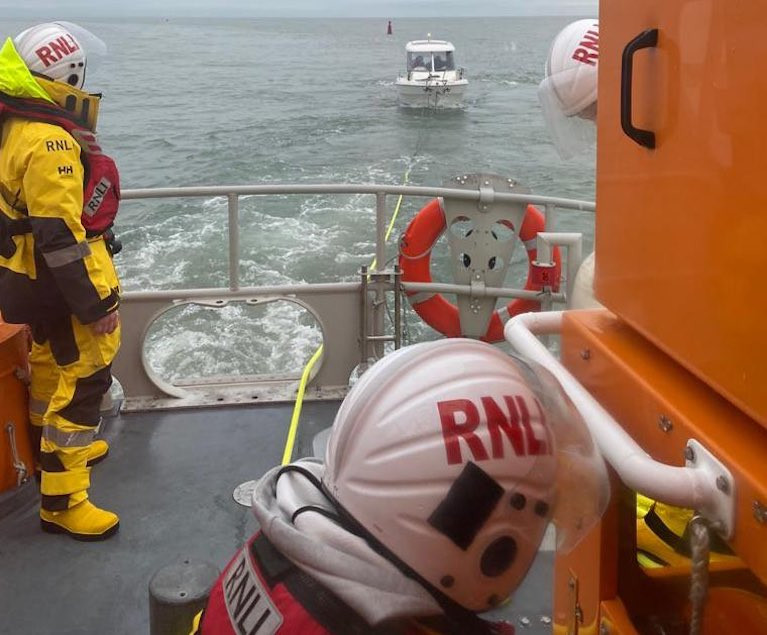 Howth RNLI tow home a fishing boat with mechanical problems