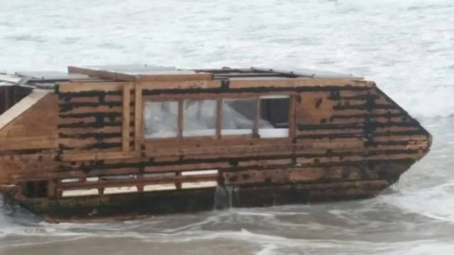 The houseboat was spotted at Cross Beach on the Mullet Peninsula in November 2016