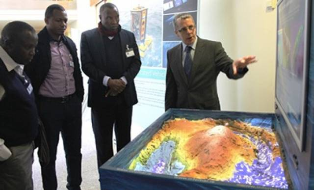 Tommy Furey of INFOMAR shows the Kenyan delegation around the Marine Institute during their visit in February 2016
