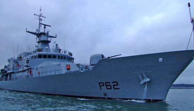 Naval Service Assists In Yacht Rescue Off Cork Harbour