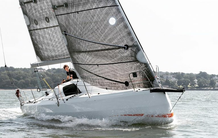 Sunfast 3300 with Quantum Fusion Main and Headsail