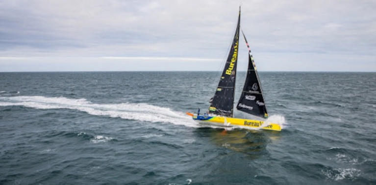 Vendee Globe Leaders Pass The Azores, 1100 Miles to Round the World Finish Line