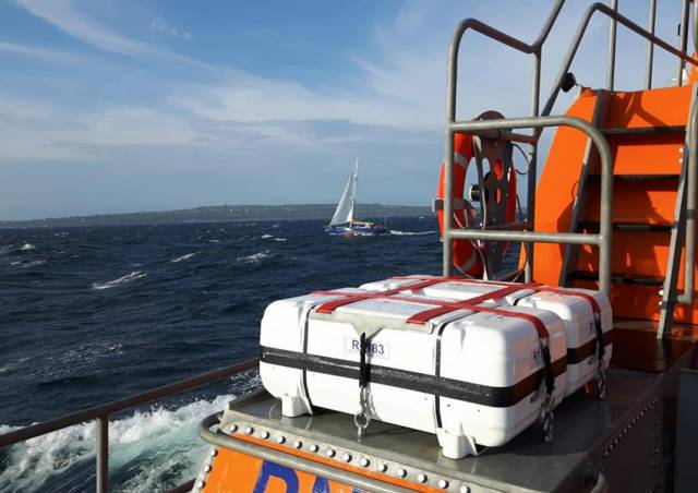 Aran Islands Lifeboat Rescues Two On Yacht In Difficulty Off Gorumna Island