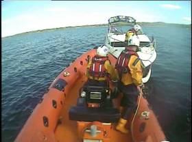 The lifeboat took the cruiser off the rocks and towed it to Dromineer Harbour, where, at 6.15pm, it was safely tied alongside