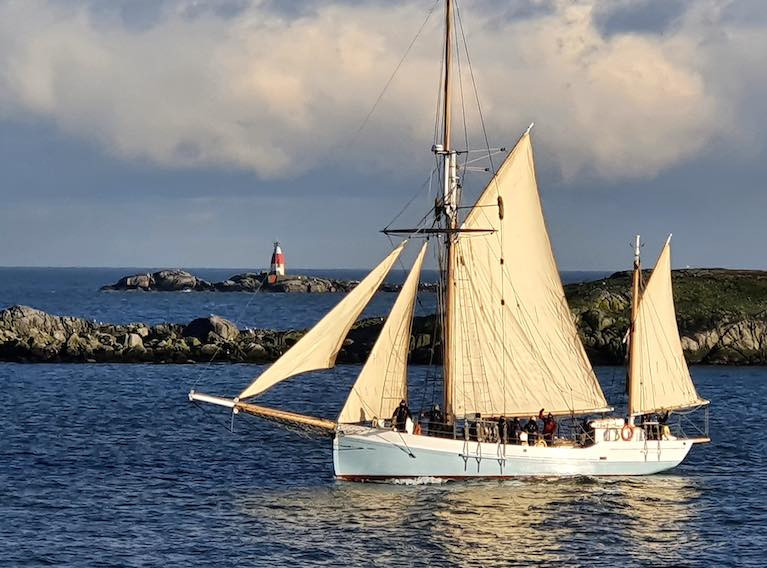 """She stopped time for everyone around"". So said photographer Teddy Murphy as he recorded the characterful Limerick trading ketch Ilen when she came through Dalkey Sound in a flash of sunlight on the afternoon of December 7th for a busy two weeks visit to Dublin"