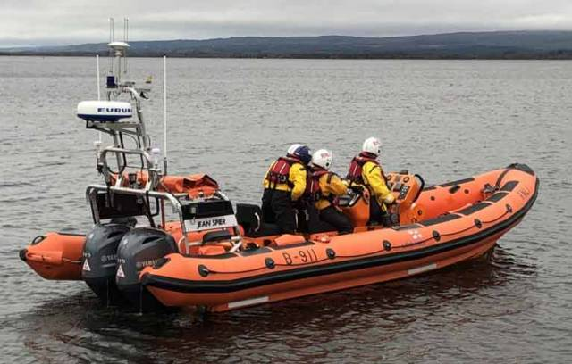 Lough Derg RNLI Assist Nine People on 55ft Vessel Aground Near Drominagh